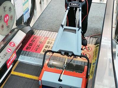 菏泽某大型购物中心在青岛捷立采购坦力扶梯清洗机