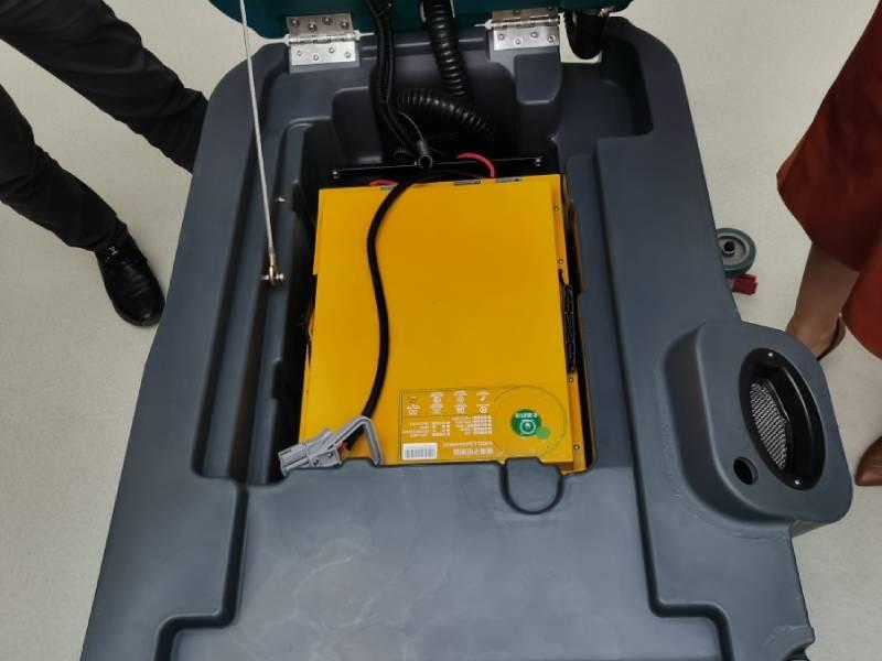 如何延长手推式洗地机的锂电池使用寿命?
