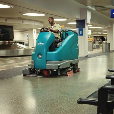 坦能驾驶式洗地机T16