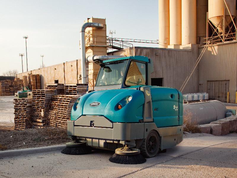 工业扫地车对工业地面清洁的重要性