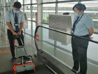 青岛胶东国际机场购买青岛捷立扶梯清洗机