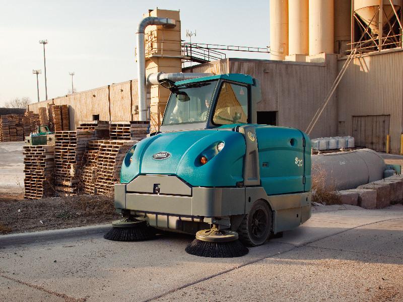 扫地车在工业领域中的应用