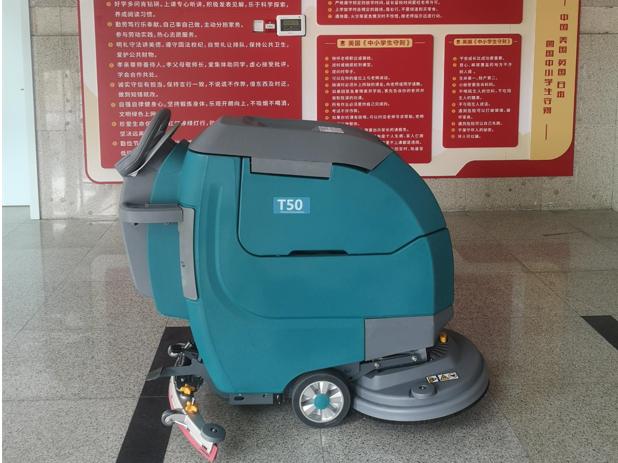 洗地机在学校食堂地面清洁的应用