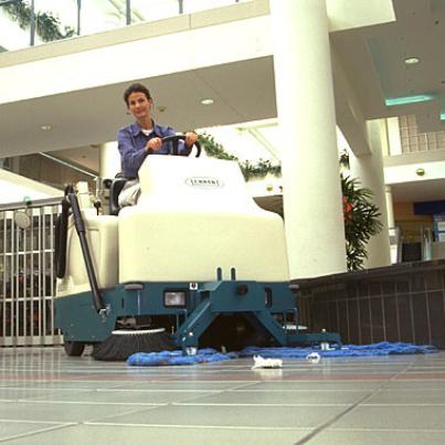 坦能驾驶式扫地机6200-2