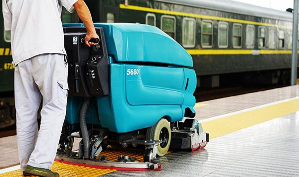 青岛捷立告诉您选购手推式扫地机时的注意事项