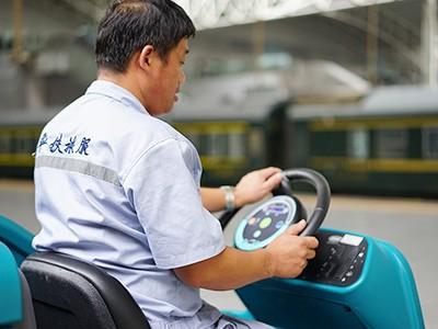 青岛捷立分享驾驶式扫地机在使用过程中的注意事项